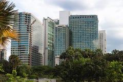 Mång--våning moderna kontorsbyggnader Royaltyfria Foton