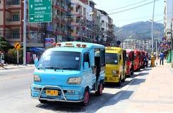 Många åker taxi i Thailand Arkivfoton