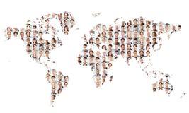 Många affärspersoner på världskarta fotografering för bildbyråer