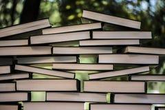 Många böcker en över annan Royaltyfri Foto