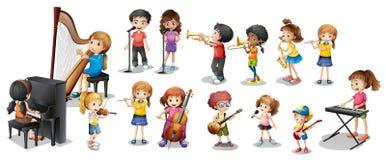 Många barn som spelar olika musikinstrument royaltyfri illustrationer