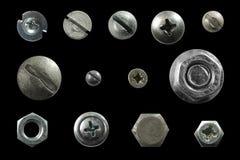 Många belägger med metall huvud av skruvar, muttrar, nitar Arkivfoton
