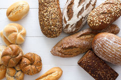 Många blandade bröd och rullar arkivfoton