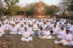 Många buddistisk meditation 01 Arkivbilder
