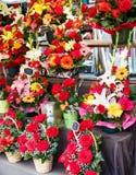 Många buketter i en blomsterhandel Royaltyfri Foto