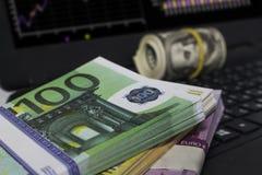 Många dollar och euro på tabellen Royaltyfria Foton