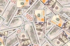 Många dollar, pengarbakgrund av de 100 dollarräkningarna Arkivfoto