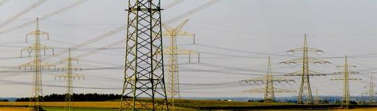 Många elektriska poler Royaltyfria Bilder