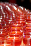 Många exponeringsglas av alkoholdrycken i stången Royaltyfria Foton