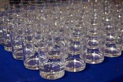 Många exponeringsglas av whisky Royaltyfri Fotografi