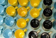 Många färgar kaffekoppar fotografering för bildbyråer