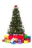 många färgrika dekorerade gåvor för jul tree Arkivbild