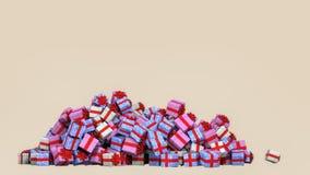 Många färgrika gåvaaskar på en hög royaltyfri fotografi