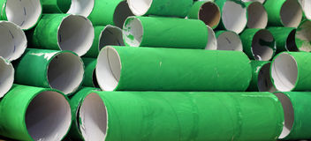 Många färgrika gröna papprullar Arkivbild