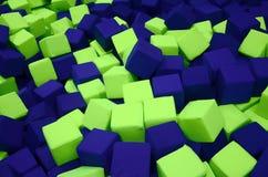 Många färgrika mjuka kvarter i en kids& x27; ballpit på en lekplats Arkivfoton