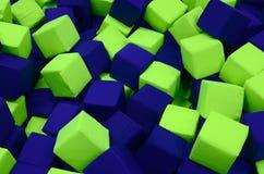 Många färgrika mjuka kvarter i en kids& x27; ballpit på en lekplats Arkivfoto