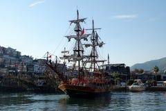 Många fartyg på Alanya port i Turkiet royaltyfri fotografi
