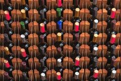 Många flaskor av vin arkivfoton