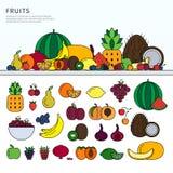 Många frukter på tabellen Arkivfoto