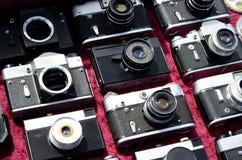 Många gamla kameror arkivbild