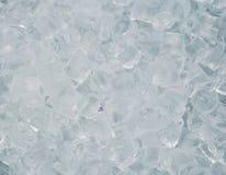 Många genomskinliga kuber av is Arkivbild