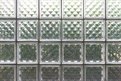 Många glass fyrkanter är delen av väggen som in ökar ljuset Arkivbild