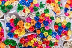 Många grupper av färgrika blommor Arkivfoto
