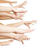 Många händer som från sidan når Arkivfoto