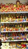 Många härliga färgrika dockor Arkivbild