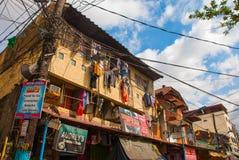 Många hyddor som lokaliseras på slumkvarterregionen i Manila, Filippinerna arkivbilder