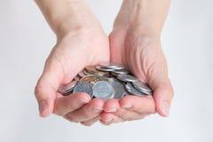 Många japan Yen Coins i händer Royaltyfri Foto