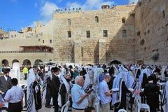 Många judar som samlas för bön Royaltyfri Bild