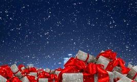 Många julpackar Blandat massmedia Arkivfoton