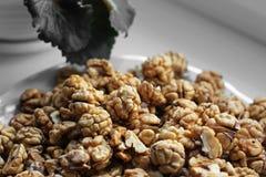 många kernels valnöt skalade muttrar arkivfoto
