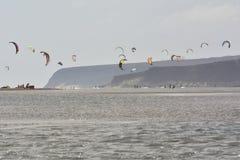 Många kiters n lagun Royaltyfri Bild