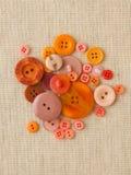 Högen av apelsinen knäppas på hessian fotografering för bildbyråer