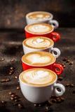 Många koppar av cappuccino royaltyfria bilder
