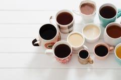 Många koppar av varma drinkar Arkivfoton