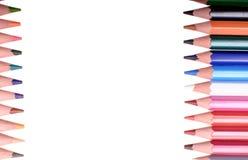Många kulöra blyertspennor som isoleras på vit bakgrund, ställe för text Royaltyfria Bilder
