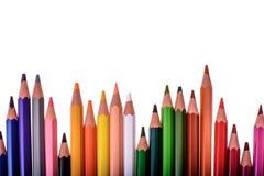 Många kulöra blyertspennor som isoleras på vit bakgrund, ställe för text Royaltyfri Bild