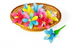 Många kulöra pappers- blommor i korgen Fotografering för Bildbyråer