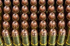 Många kulor för en pistol med kopparspetsar royaltyfria foton