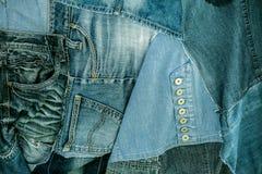 Många kvarlevor av gammal jeans trousers_4 Royaltyfri Fotografi