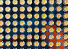 Många LEDDE liten guling lampan i rad Arkivfoto