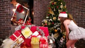Många ljusa gåvor och intressanta leksaker på juldagar, glad hjälpreda för jultomten` s visar gåvor, i lott för rum för ` s för n stock video