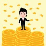 Många mynt, affärsman har många mynt Arkivfoto