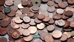 Många mynt och räkningar, euro, pengar stock video