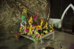 Många Nagastatyer i grottor på Wat Khao Orr i Phatthalung, Thailand arkivbilder