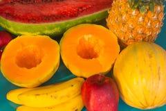 Många olika frukter Arkivbilder