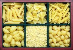 många pastatyper Arkivfoto